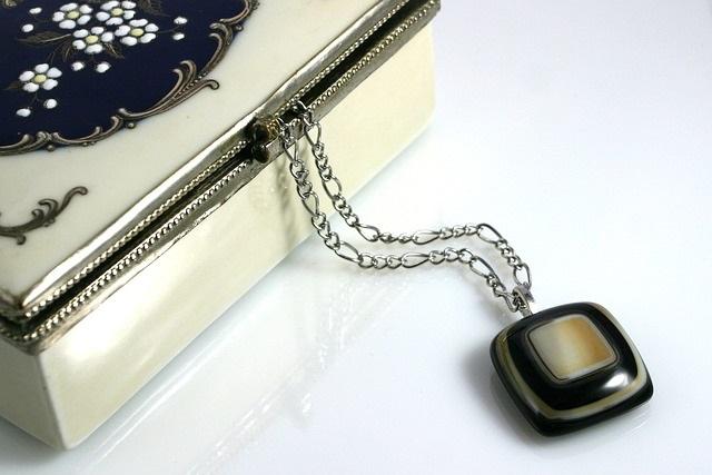 Jak przechowywać i czyścić biżuterię?