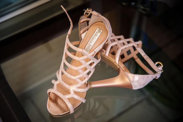 10 modeli modnych butów na wiosnę i lato