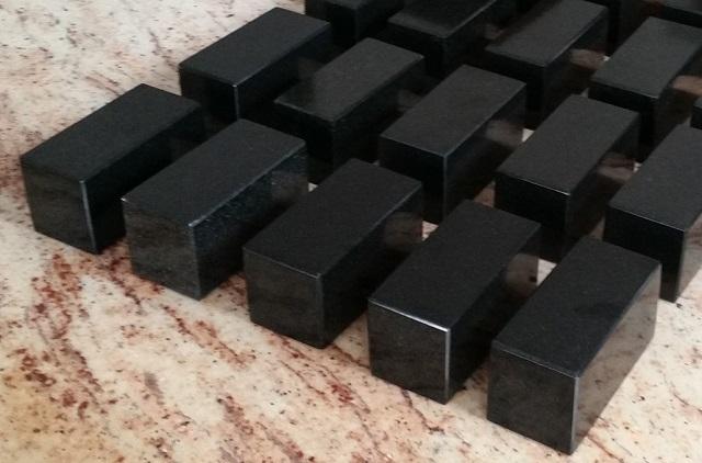 Podstawki z kamienia to nie tylko ładny wygląd, także stabilność!