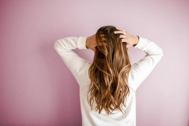 Co na wypadanie włosów? Jakie są przyczyny i jak radzić sobie z wypadaniem włosów?