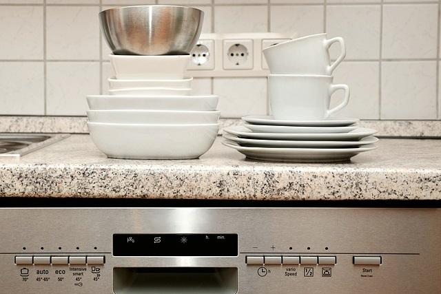 Zmywarka – co można w niej zmywać, a czego nie?