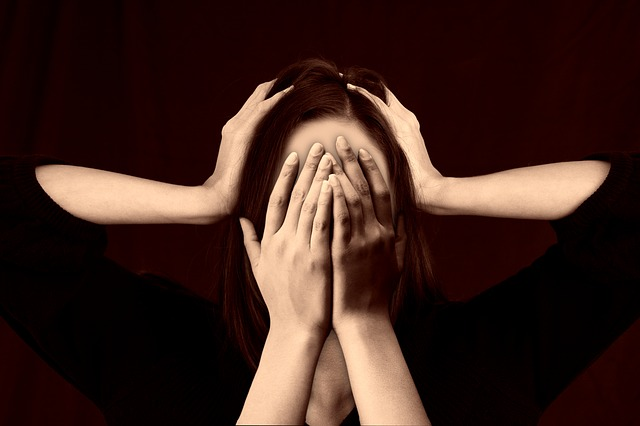 Negatywne myśli, które zatruwają życie. Jak się nie poddać negatywnym myślom?
