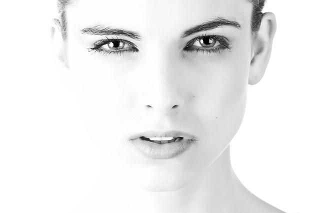 Jak dobrać krem pod oczy odpowiedni do wieku?
