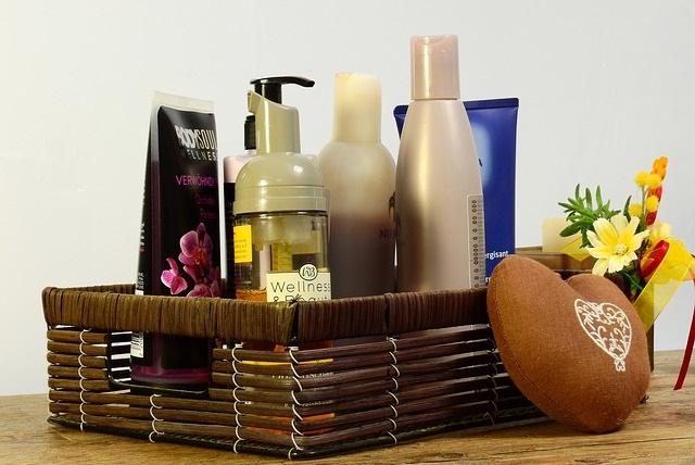 Codzienna pielęgnacja cery – jakich kosmetyków nie może zabraknąć w Twojej kosmetyczce?