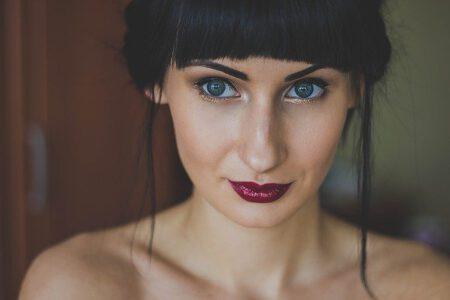 Co zrobić, aby szminka trzymała się dłużej?